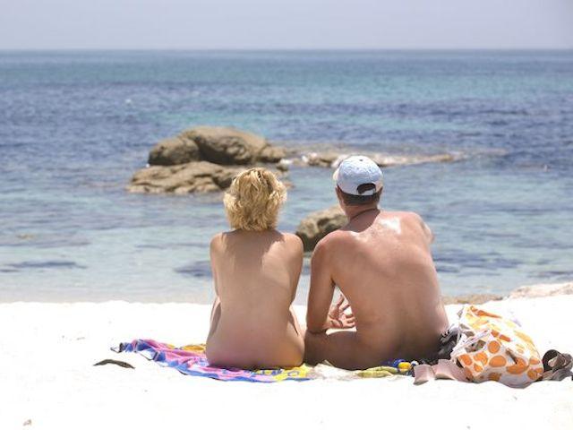 ¿Qué normas debes seguir en una playa nudista?