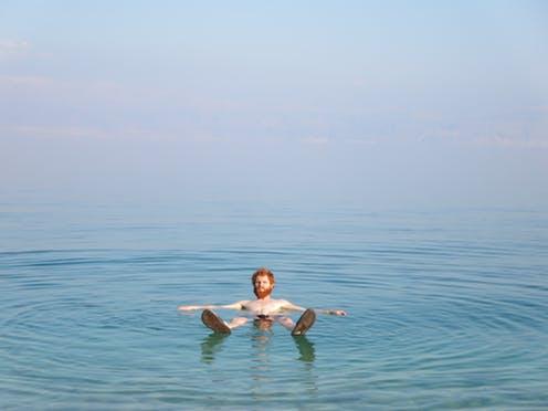 Conoce los beneficios de darse un baño con sal marina