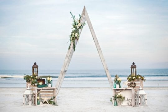 ¿Cómo decorar una boda en la playa? Tips para elegir la decoración ideal